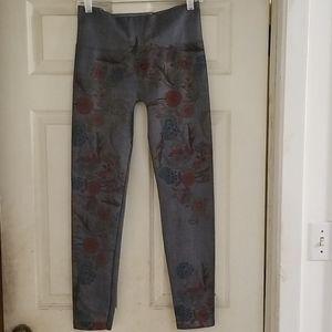 One size M. Rena flowery print denim leggings